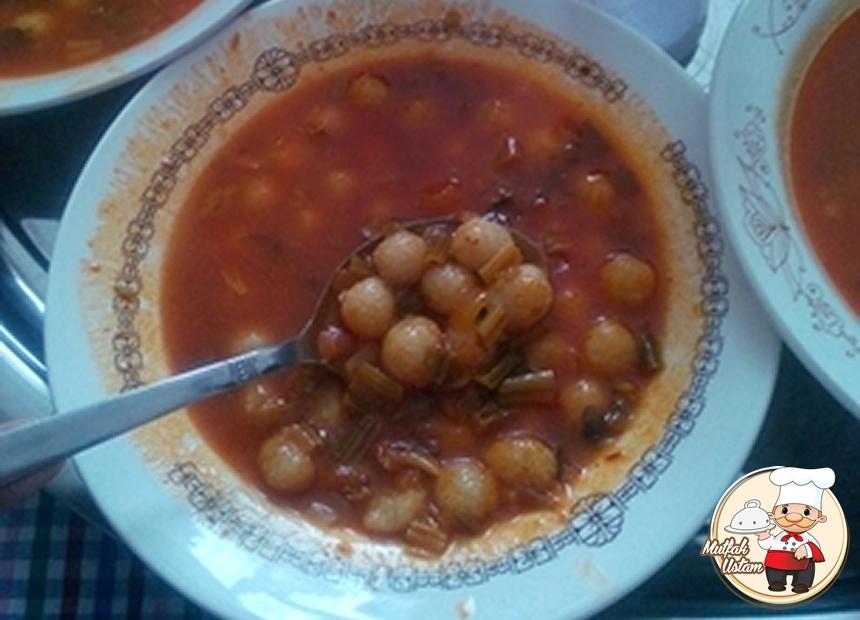 Ekşili Misket Köfteli Ispanak Çorbası