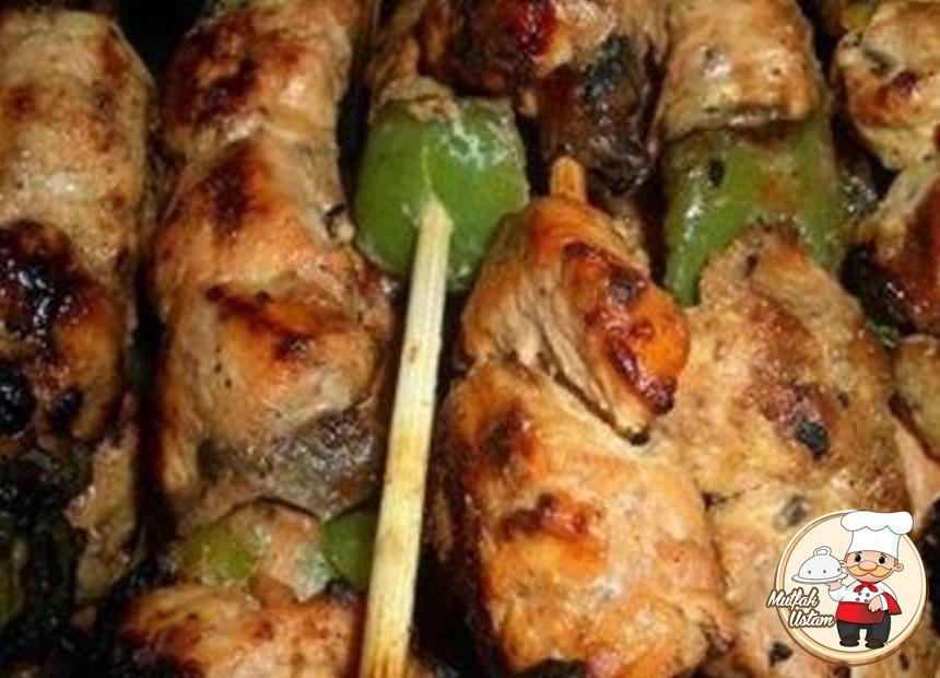Tavuk Kebabı (barbekü)