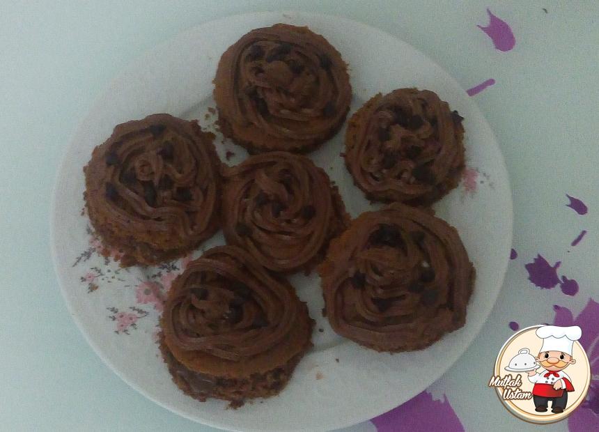 Çikolatalı Kremalı Bademli Minik Kekler