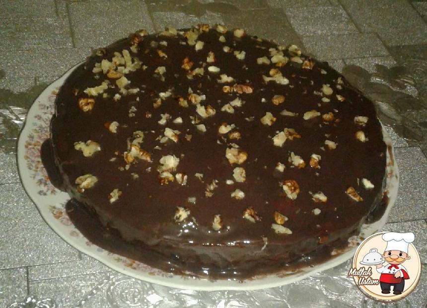 Çikolatalı ve Cevizli Pasta