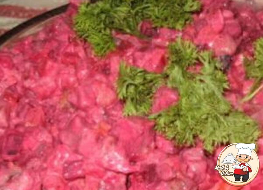 Çuğundur Salatı